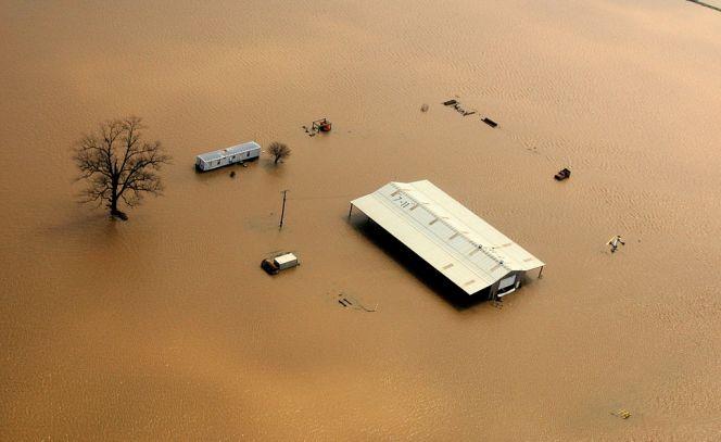 Aerial_of_farm_buildings_isolated_by_flood_waters_in_Northeastern_Arkansas.jpg